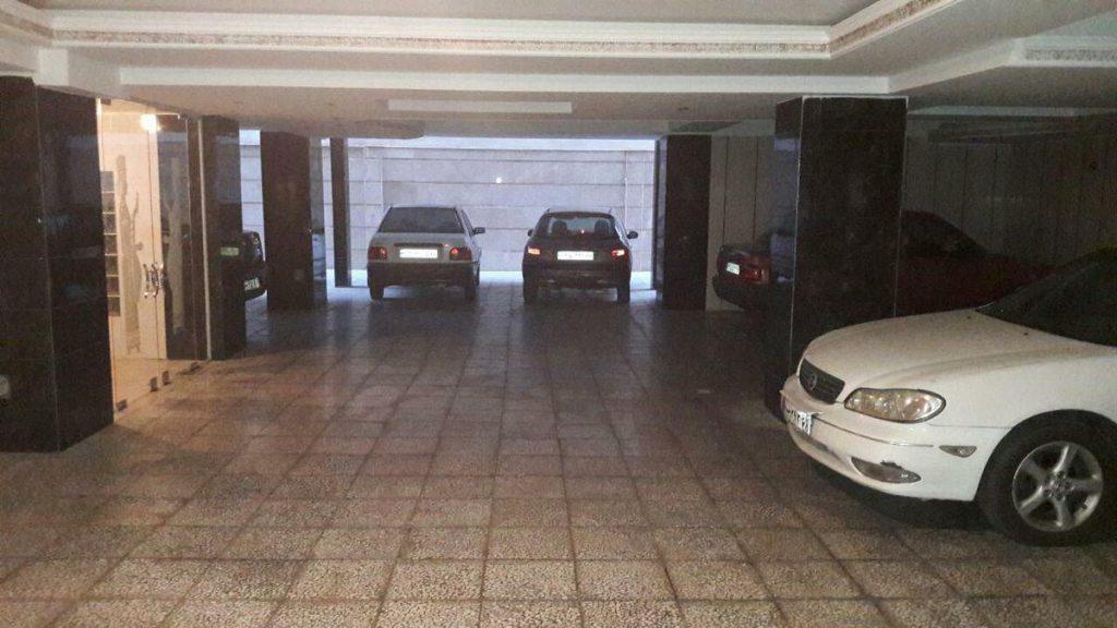 پارک خودرو و موتور در مشاعات